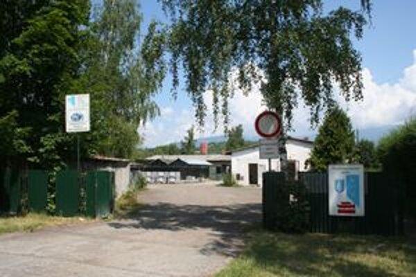 Karanténna stanica a hospodársky dvor VPS na Revolučnej ulici v Ondrašovej je na pozemkoch, ktoré patria Komposesorátu Ondrašová.