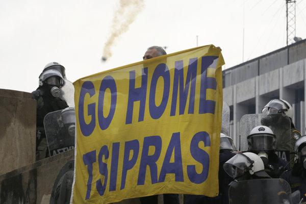 Desaťtisíce Grékov proti dohode protestovali.