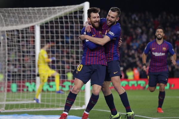Lionel Messi (vľavo) sa teší s Jordim Albom - ilustračná fotografia.