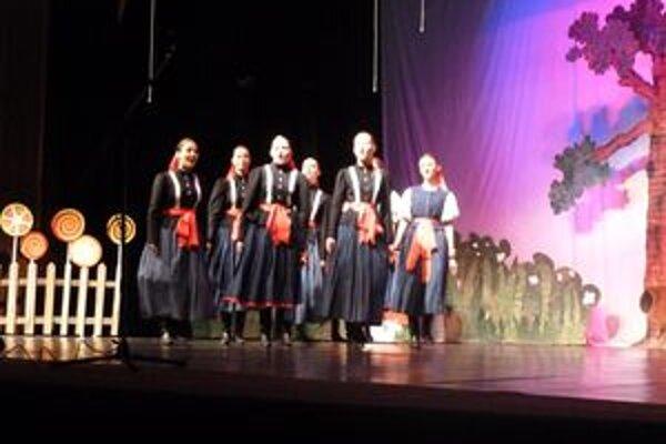 Rozprávkovo v podaní choreografií detí zo súkromnej základnej umeleckej školy malo aj nádych folklóru.