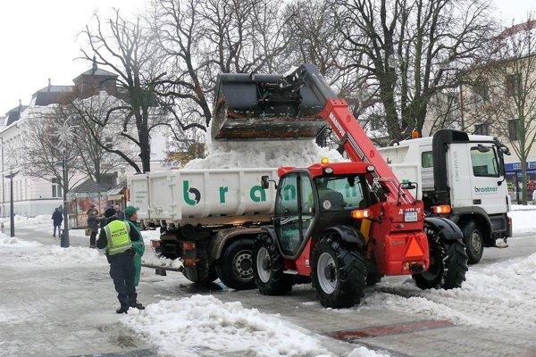Snehu v centre Martina ubudlo vďaka odvozu.