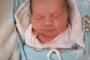 Mirko Petrek (3290 g a 51 cm) sa narodil 1. januára Simone a Mirkovi z Púchova. teší sa aj sestra Sabínka.