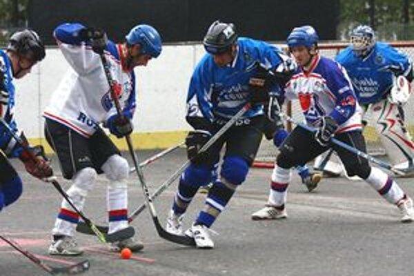 Hráči Doubel teamu (v modrom) zdolali v dramatickom zápase Ružinov.
