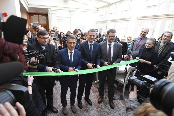 Na snímke zľava riaditeľ Csemadoku Szabolcs Köteles, maďarský štátny tajomník zodpovedný za národnú politiku Árpád János Potápi, štátny tajomník MK SR Konrád Rigó a generálny riaditeľ Slovenského národného múzea Branislav Pánis.