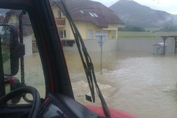V Demänovej pomáhali pri odstraňovaní dôsledkov záplav aj hasiči.