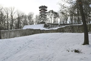 Nedokončený hrad na vrchu Hradová.