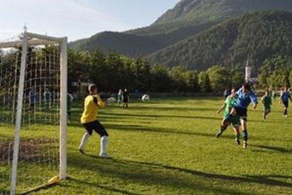 Pri početnej diváckej kulise sa hral v Bobrovci zápas veľmi dobrej úrovne.
