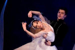Eva Sklyarová s Andriiom Sukhanovom v balete Giselle.