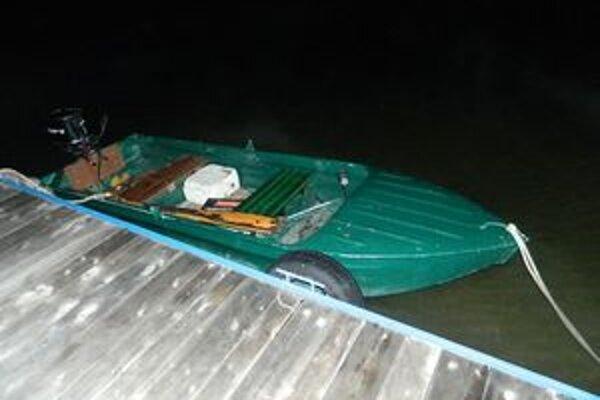 Podnapitý muž zobral bez súhlasu majiteľa čln.