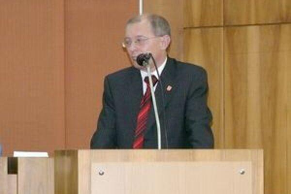 Anton Martaus informoval poslancov o výbere miestnych daní a poplatkov na poslednom zastupiteľstve.