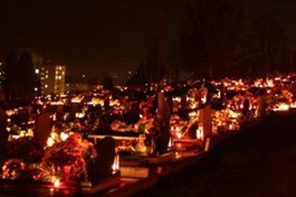 Na Vrbickom cintoríne je pochovaných množstvo významných rodákov a osobností.