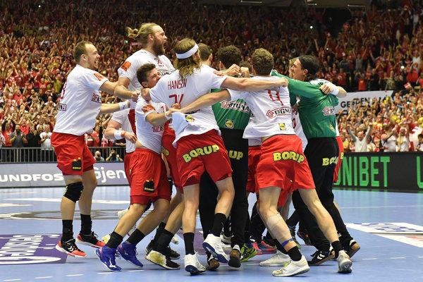 Hádzanári Dánska oslavujú titul.