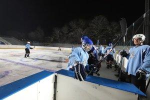Kaufland Winter Classic Games 2019 v Banskej Bystrici sa začne v sobotu 2. februára súbojom dvoch tímov zložených zo slovenských hokejových legiend. Jeho súčasť budú aj súťaže zručnosti - nájazdy trojíc, súťaž o najtvrdšiu strelu, streľbu ponad zaparkované automobily, samostatné nájazdy, streľbu na terče a dokonca aj streľbu zo strechy priľahlej budovy.