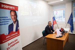 Juraj Zábojník počas tlačovej besedy k podpisom od občanov na prezidentskú kandidatúru.