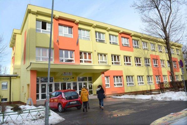 Gymnázium Park mládeže môže triedy otvoriť.