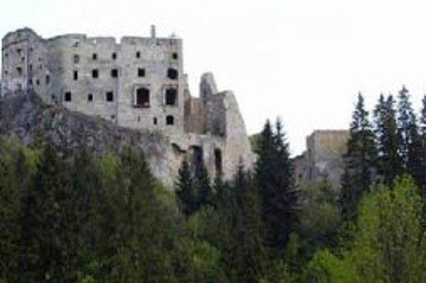 Prípadný požiar na hrade Likava by sa dal uhasiť len za pomoci vrtuľníkov.