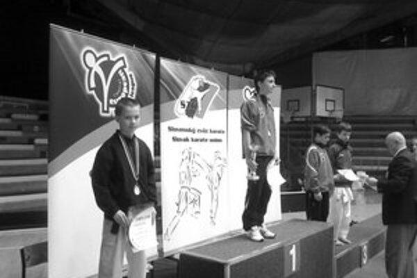 Len trinásťročný Dominik Imrich z Liptovského Hrádku reprezentoval Slovensko v kategórii 14 -15 ročných do 52 kilogramov.