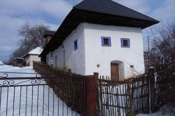 Na snímke historický dom s popisným číslom 7. V Sucháni