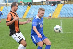Vladislav Zvara (vľavo) počas exhibície v septembri 2017, venovanej 20. výročiu prvého majstrovského titulu 1. FC Košice.