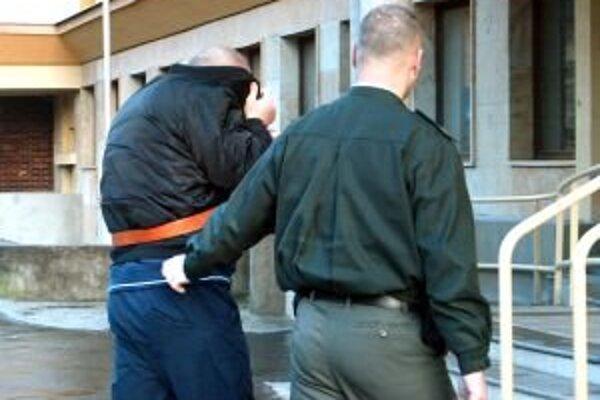 Prispieť k zadržaniu podvodníkov môžete tak, že podozrivých hneď nahlásite polícii.
