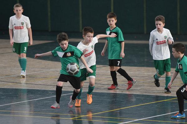 Futbalová mlaď zvádzala tuhé boje.