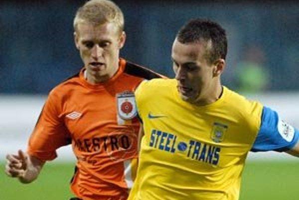 Lukáš Lupták. Ružomberský futbalista (na fotografii vpravo)  strelil svoj prvý gól. Stál ho 140 eur.
