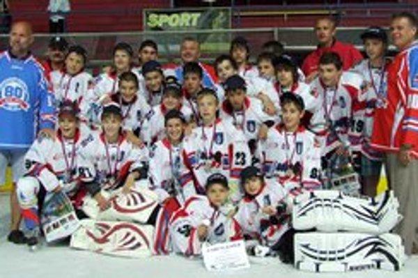 Mladí mikulášski hokejisti obsadili na turnaji 2. miesto