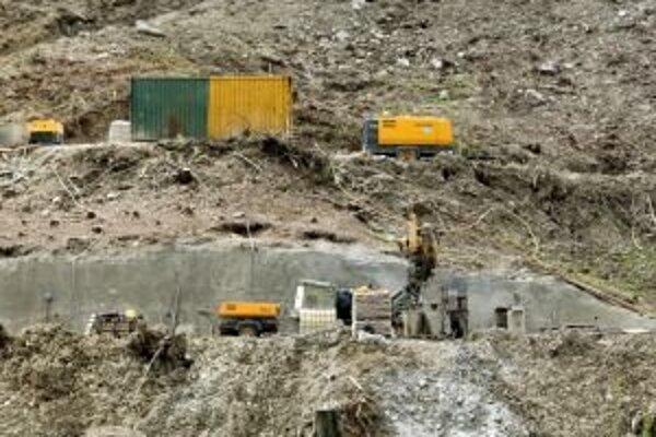 Aktivisti odmietajú povrchový variant výstavby diaľnice, pretože by narušili chránené územia.