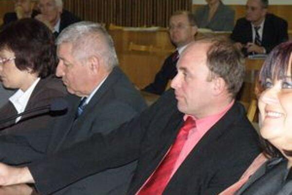 Poslanec Petrík (vľavo) zostal v mestskom parlamente.
