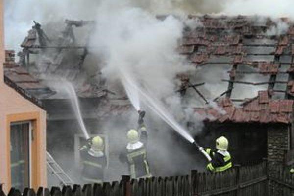 Ružomberskí hasiči pri požiari zasahovali približne hodinu.