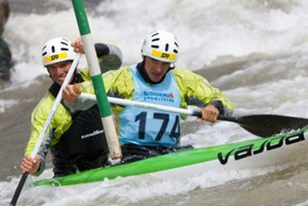 Tomáš Kučera a Ján Bátik počas finálovej jazdy na domácej vode.