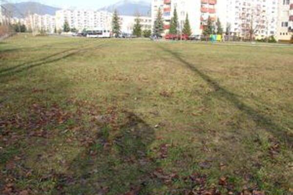 Táto plocha na sídlisku Podbreziny by sa mala zmeniť na zelenú oázu.
