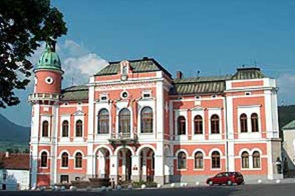 Ružomberčania budú v komunálnych voľbách vyberať medzi dvoma kandidátmi na primátora mesta.