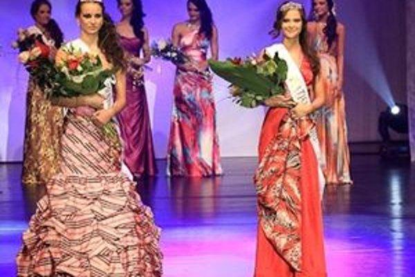 Alenka, na fotografii naľavo, spoločne s Miss Bratislava.