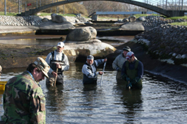 Členovia klubu odpracovali aj pri čistení vodného kanála v Liptovskom Mikuláši množstvo hodín.