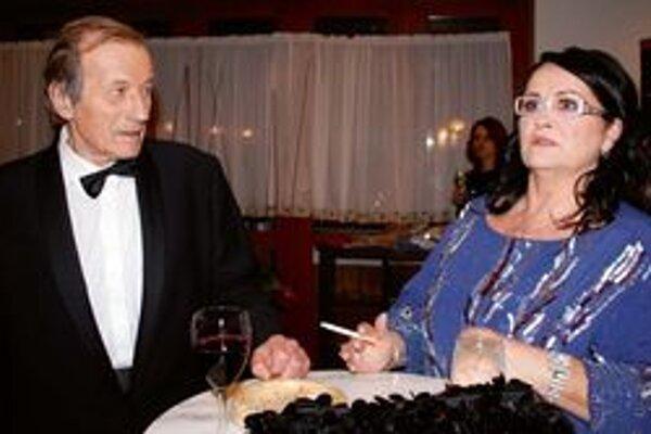 Celá rodina Radka Brzobohatého si zahrá v Klietke bláznov. Herec dokonca v ženských šatách.