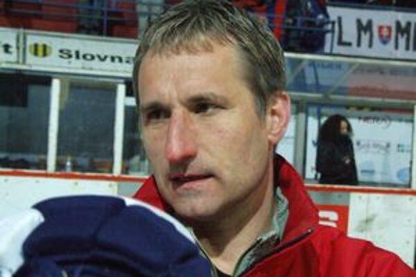 Kormidelník Mikulášanov Mojmír Trličík.