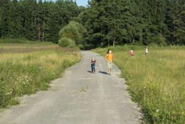 Niekedy sa po cestách života dá poskakovať, inokedy len pomaly kráčať.
