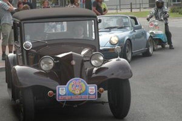 Historické vozidlá budú môcť fanúšikovia obdivovať v liptovských mestách už cez víkend.