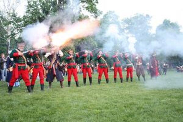 Vavrišovskí kuruci na rekonštrukcii bitky v Košiciach strieľali z kresadlových pušiek.