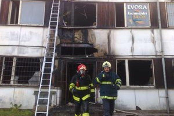Hasičom sa požiar podarilo lokalizovať po približne hodine.