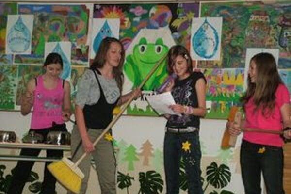 Stretnutie s literatúrou sa odohralo v Základnej škole v Kvačanoch. Zúčastnilo sa na ňom sedem liptovských škôl.