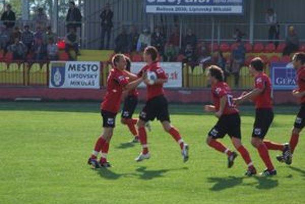 Futbalisti Liptovského Mikuláša sa dnes prvýkrát predstavia v prvej lige.