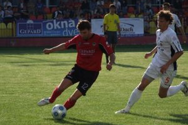 Mikulášski futbalisti sa v sobotu o 17:30 hod prvýkrát v prvej lige predstavia pred domácim obecenstvom.