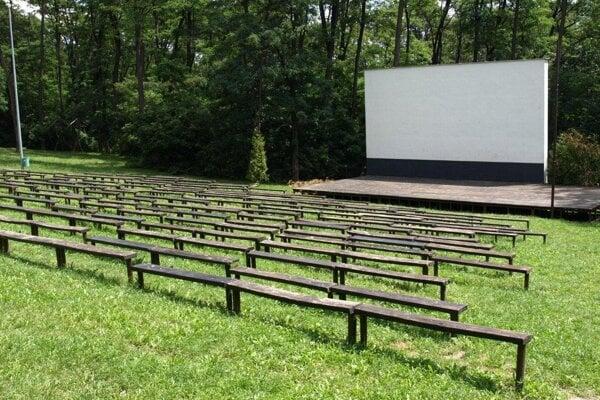 Lesopark sa ani toto leto priaznivcami filmov nezaplní.