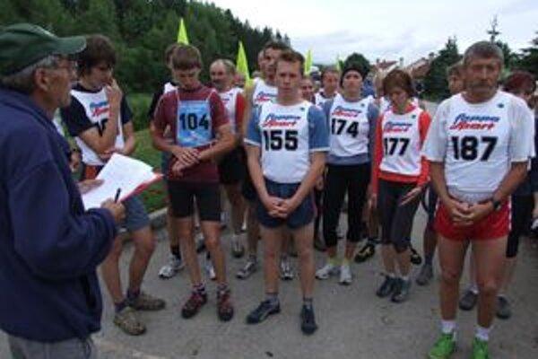 Všetci bežci absolvujú rovnakú 7 900-metrovú trať s prevýšením 674 metrov.