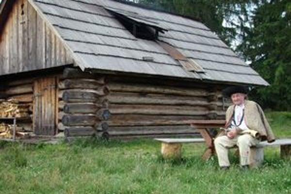 Pavol Šimunka hrá na píšťalke, heligónke, vyrezáva z dreva. Takmer polstoročie je členom Folklórnej skupiny Kriváň Východná, v ktorej hrá aj spieva.
