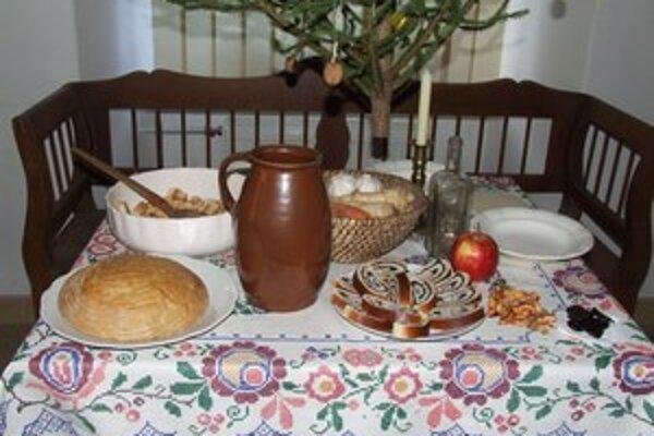 Vianočne prestretý stôl v Národopisnom múzeu v Liptovskom Hrádku.