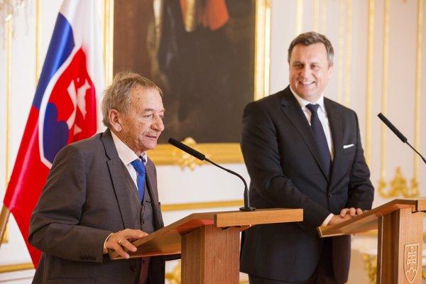 Na snímke predseda Senátu Parlamentu Českej republiky Jaroslav Kubera počas tlačovej konferencie po stretnutí s predsedom Národnej rady SR Andrejom Dankom.