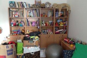 Za rok fungovania pribudli v kabinete knižky aj hračky.